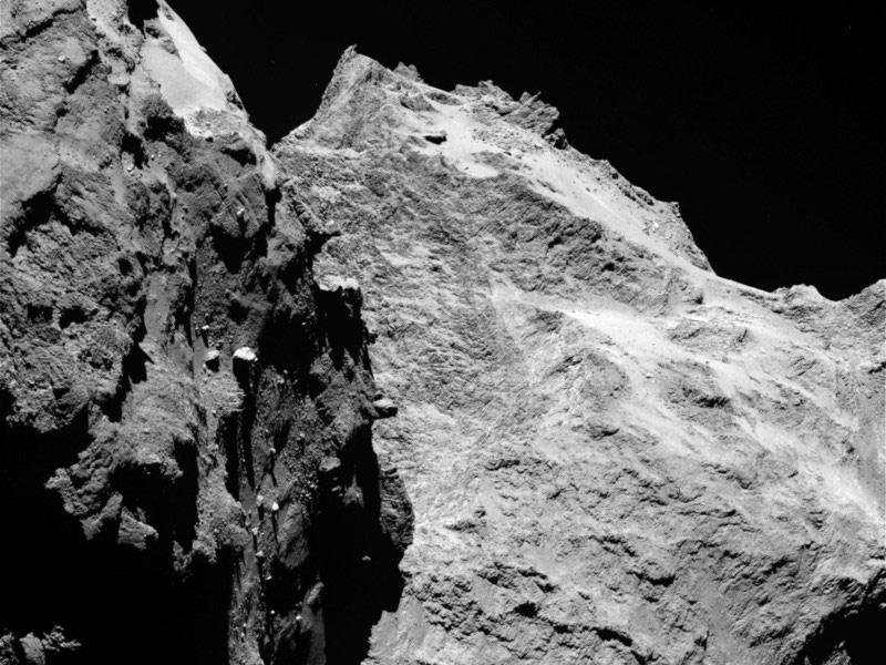 Obrázek: Jak vypadá kometa zblízka? Dechberoucí video vzniklo ze 400 000 snímků sondy Rosetta