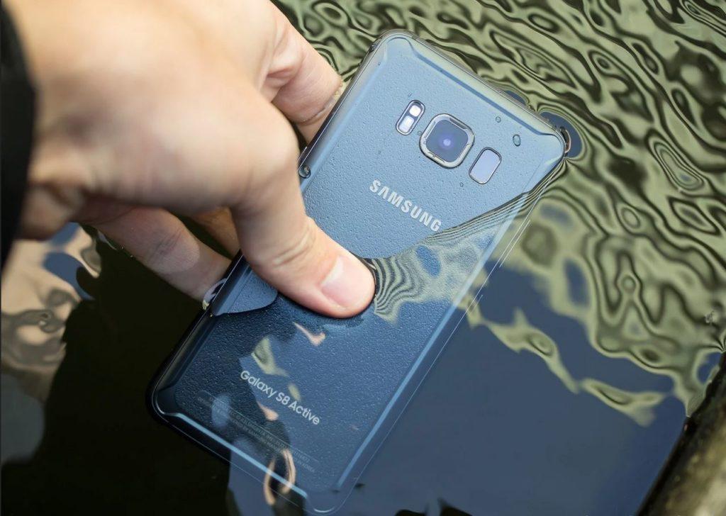 Obrázek: Voděodolnost telefonů neplatí u bazénu ani v moři: Samsung čelí žalobě kvůli vodotěsnosti svých zařízení