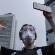 Obrázek: Mohou vás mučit, telefon však neodemknou: Jak se před režimem brání protestující v Hongkongu?