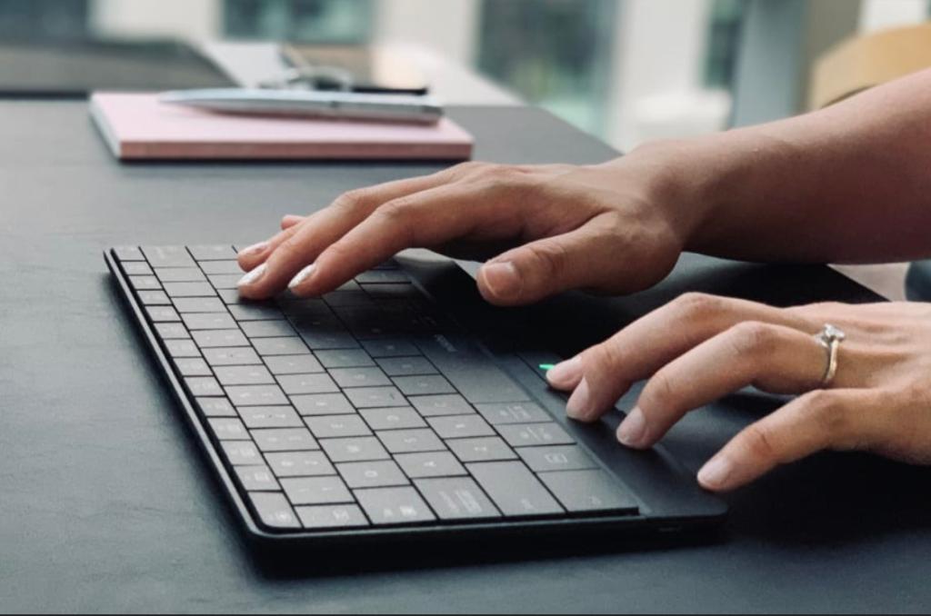 Obrázek: Klávesnice jako touchpad: Zajímavý nápad trpí nedotažeností i zbytečností