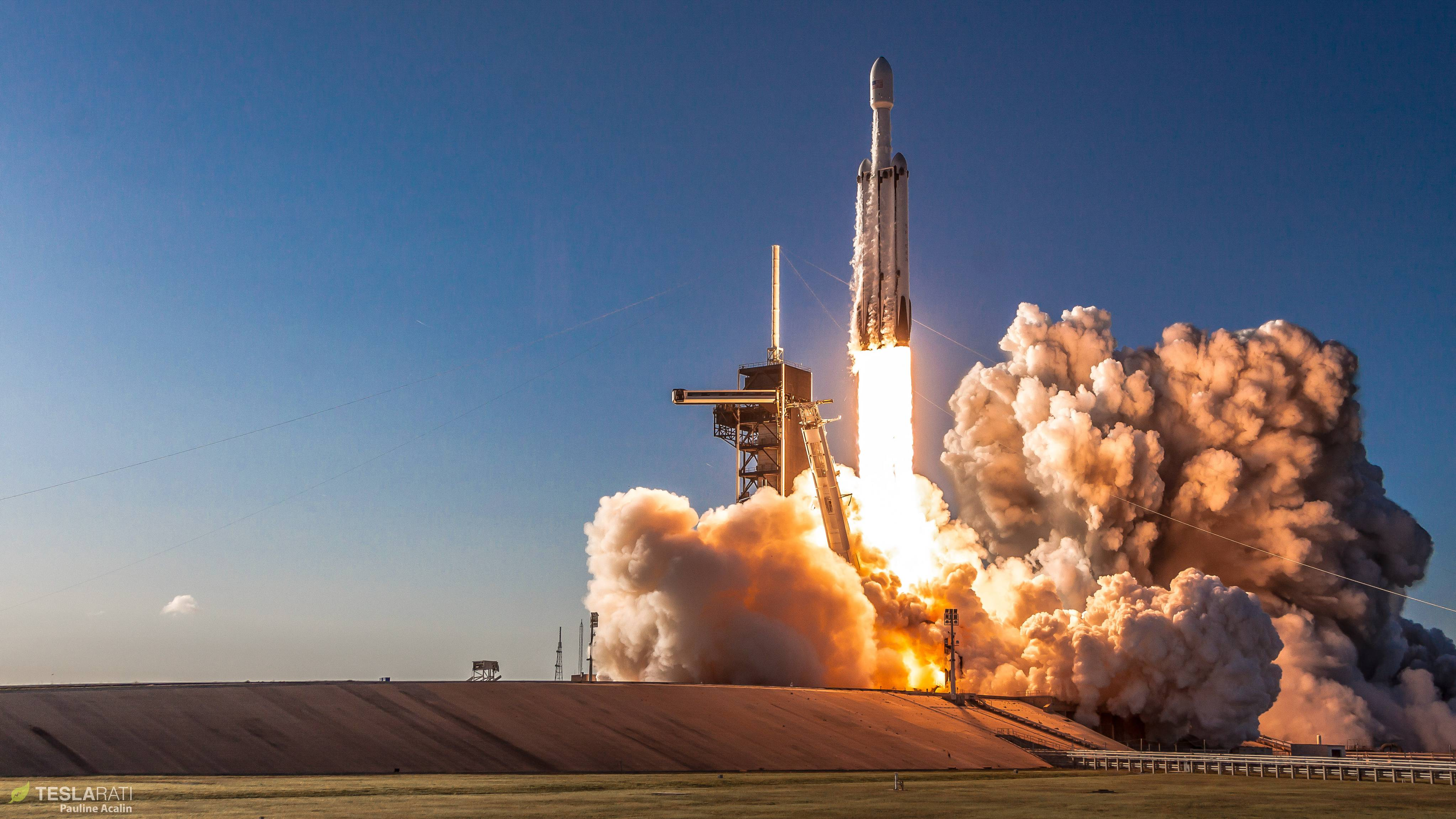 Obrázek: Chytání padajících částí vesmírných raket na vlnách oceánu: Dron natočil loď Elona Muska