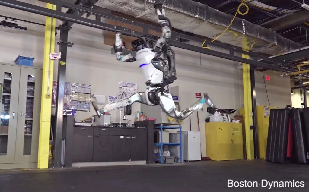 Obrázek: Robot Atlas od Boston Dynamics už zvládá i stojky a kotrmelce, blíží se robotičtí hasiči?