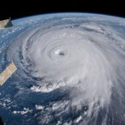 Obrázek: Nový objev vědců: Během hurikánů vznikají zemětřesení trvající až 2 dny v kuse