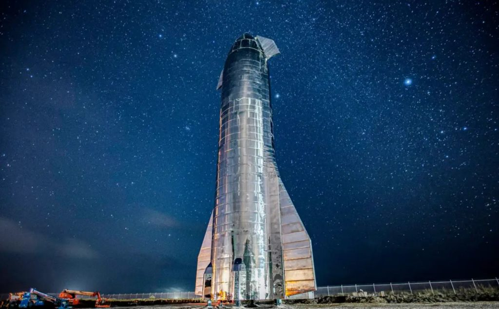 Obrázek: Starship v pohybu: Jak vypadá přesun vesmírné lodi velké jako panelový dům?