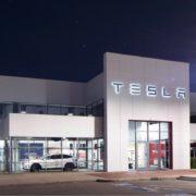 Obrázek: Automobilka Tesla má první oficiální prodejnu v ČR: Nabízí testovací jízdy a české ceny
