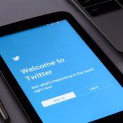 Obrázek: Sociální sítě vs politika: Nekonečný souboj zájmů