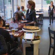 Obrázek: Jídlo vám v restauraci přinese robot: Dokáže robotická servírka nahradit člověka?