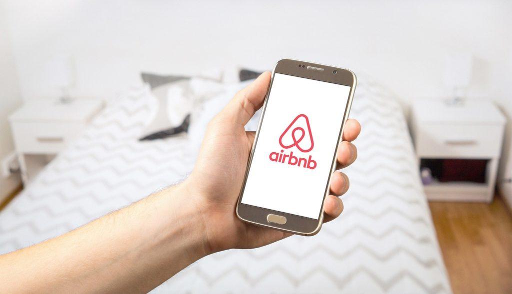 Obrázek: Airbnb se těsně vyhnulo tvrdší regulaci vEvropě, prý není realitní kanceláří