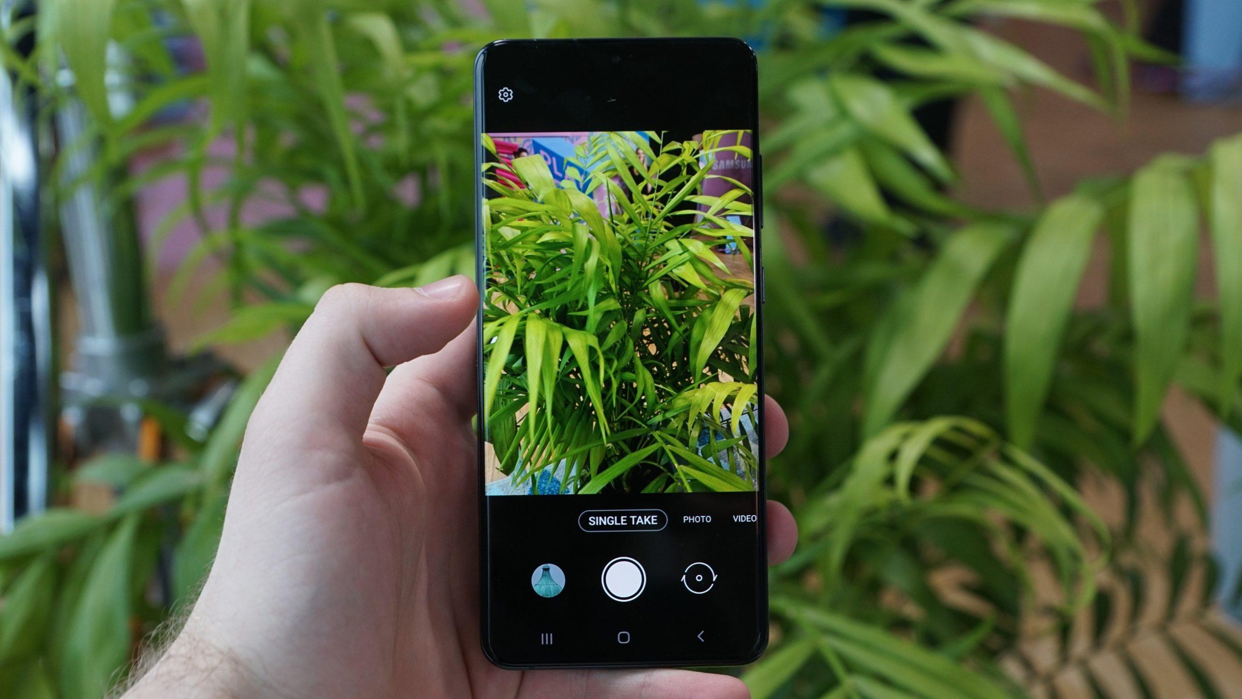 Obrázek: Samsung míří s řadou telefonů Galaxy S20 na špici: Láká na skvělý 108 Mpx fotoaparát i elegantní model pro ženy