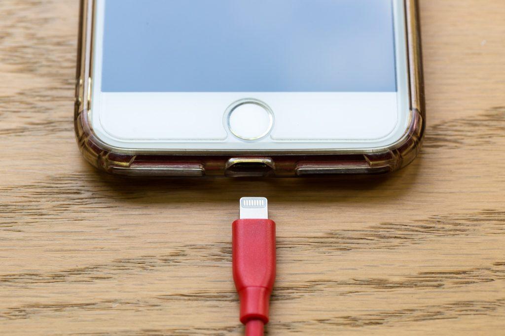 Obrázek: Apple zaplatí Francii 25 milionů euro za vědomé zpomalování starých iPhonů