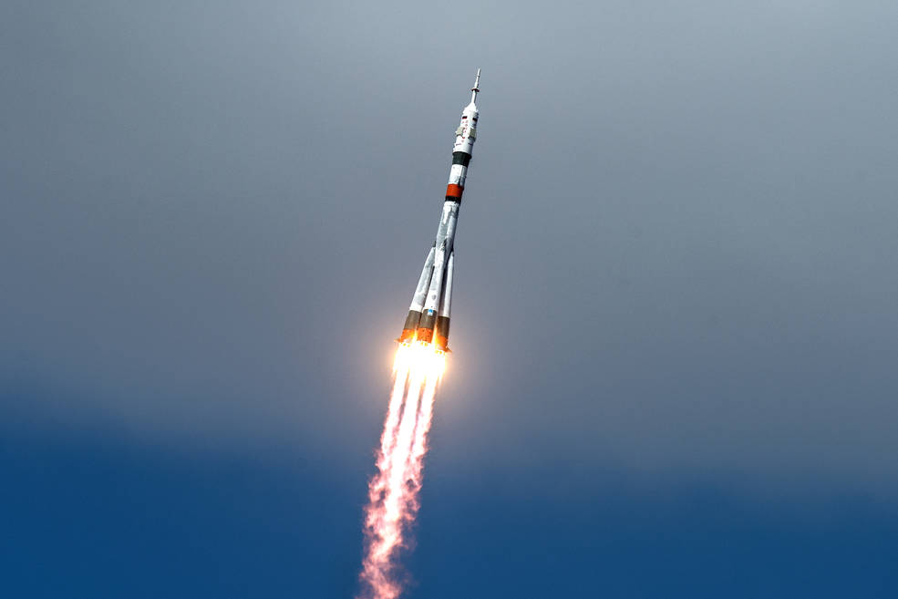 Obrázek: Ve vesmíru je nyní přelidněno: Posádka č. 63 dorazila po karanténě na vesmírnou stanici ISS