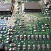 Obrázek: Další výpadky vdodávkách čipů? Covid hrozí zhoršením už tak špatné situace