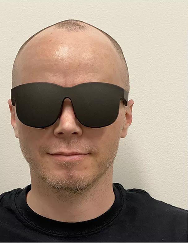 Obrázek: Nový VR headset Facebooku připomíná sluneční brýle