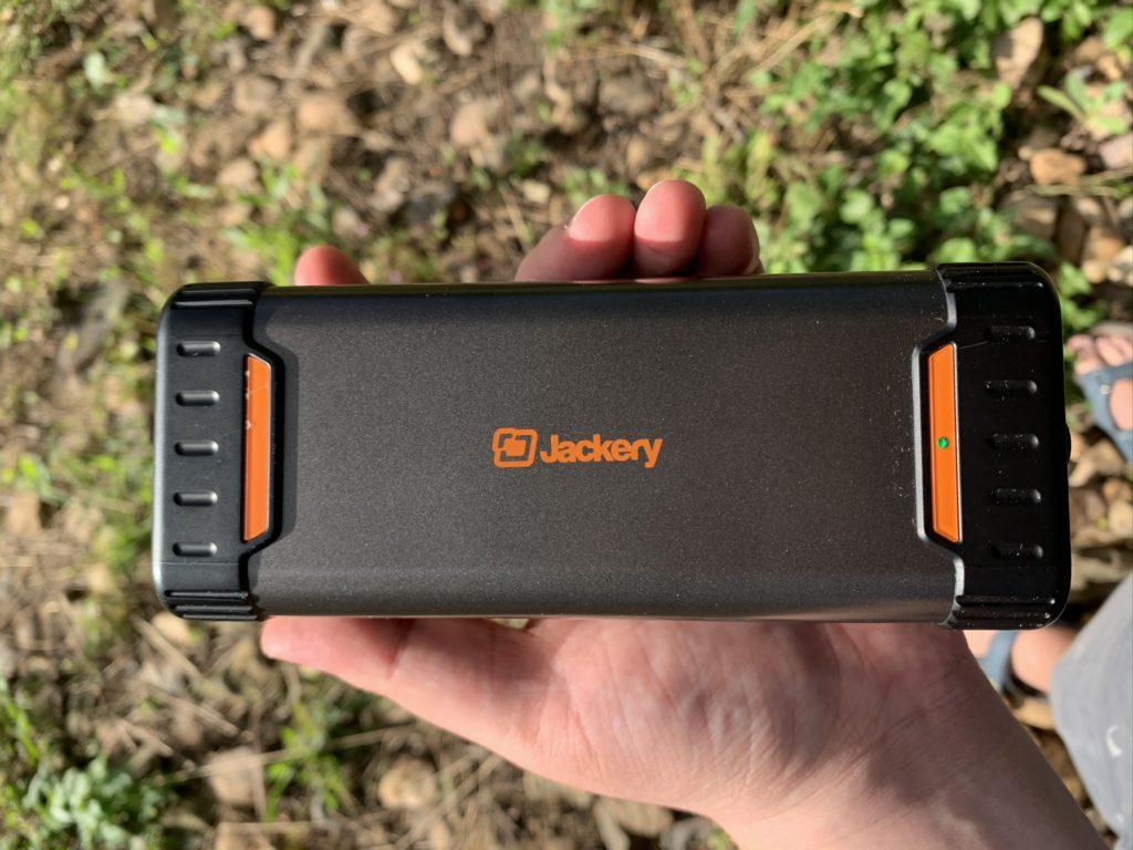 Obrázek: Kancelář v přírodě? Pomůže powerbar, výkonná powerbanka s 220V zásuvkou