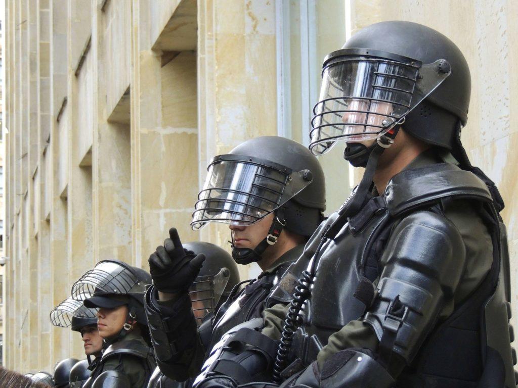 Obrázek: Velký úspěch policie vcelé Evropě, společnými silami policisté zdolali šifrovanou platformu pro zločince Encrochat. Zadrželi tuny drog a stovky palných zbraní