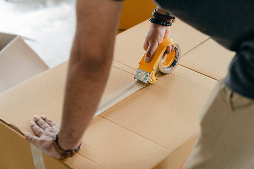 Obrázek: Němci zaostřují na Amazon. Manipuloval scenami během karantény?