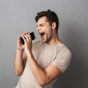 Obrázek: Jak vyhledat písničku podle pískání, mumlání a broukání? Nově v mobilní aplikaci Google
