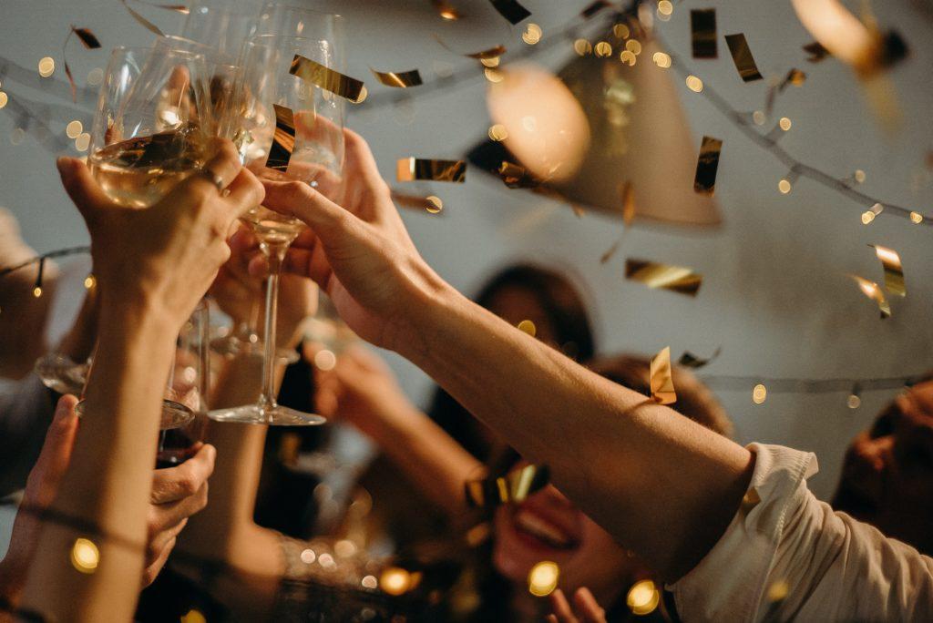 Obrázek: Jaké je riziko nákazy koronavirem na rodinné oslavě a svatbě? Vypočítejte si to sami v online kalkulačce