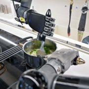 Obrázek: Robotický kuchař zvládne 5 000 receptů, v kuchyni si vystačí sám