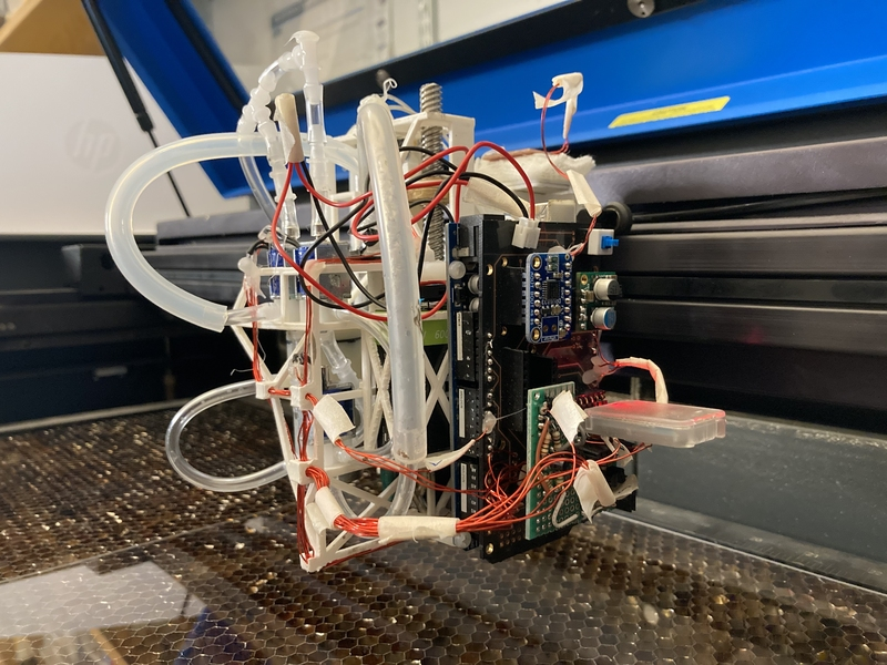 Obrázek: Stroj na drony aneb když roboti staví roboty