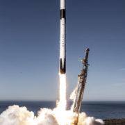 """Obrázek: První let astronautů v """"recyklovaném"""" modulu SpaceX"""