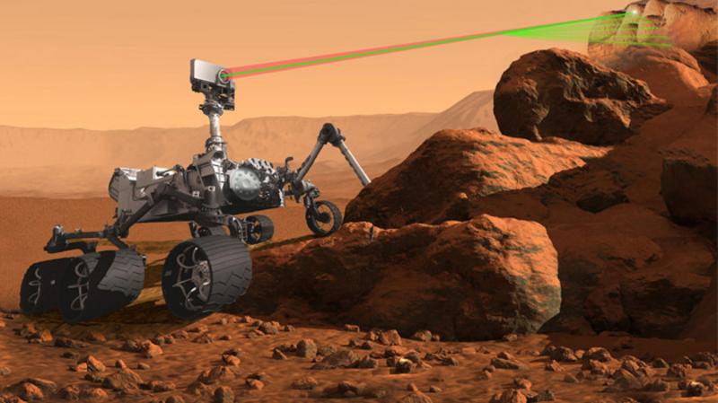 Obrázek: Vozítko Perseverance na Marsu střílí laserové paprsky: Co díky nim zjistilo?