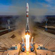 Obrázek: Nebezpečí nárazu dvou satelitů jen těsně odvráceno. Oběžná dráha Země se plní družicemi
