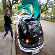 Obrázek: Kurýry nahrazují vozítka bez řidičů: Pizzu už v USA vozí až před dveře