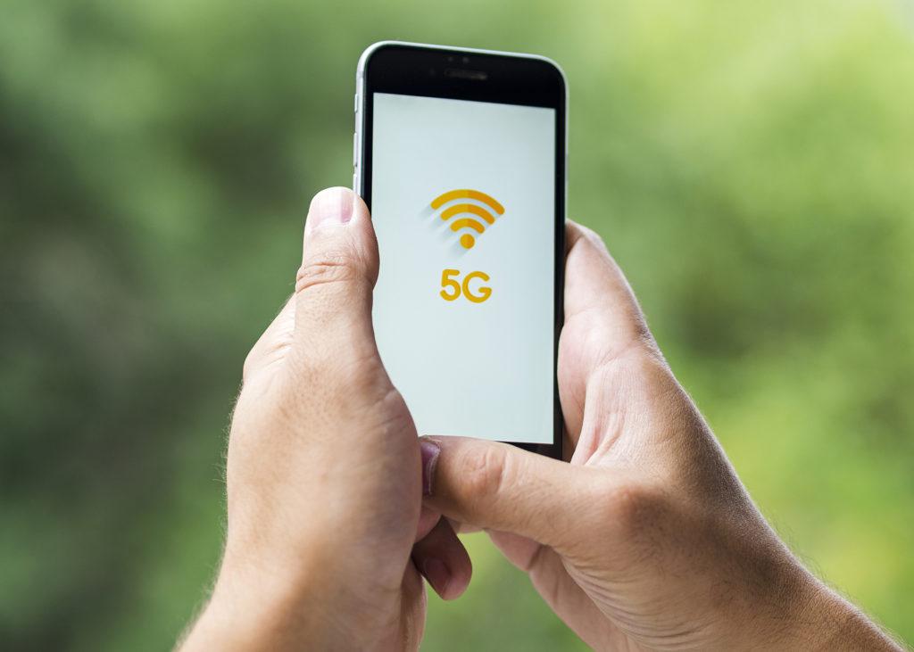 Obrázek: Má smysl koupit si smartphone s5G konektivitou?