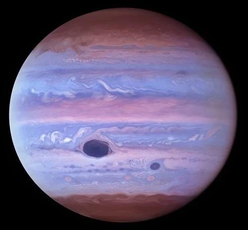 Obrázek: Jupiter třikrát jinak. Úžasné snímky zGemini North a Hubbleova vesmírného dalekohledu