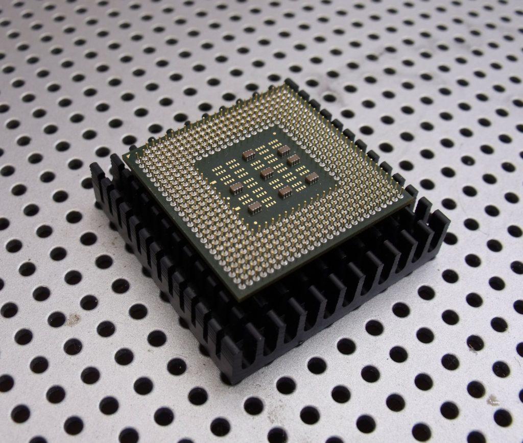 Obrázek: Počítač navrhuje mikročipy. AI Googlu navrhuje nové procesory rychleji, než by kdy dokázal člověk