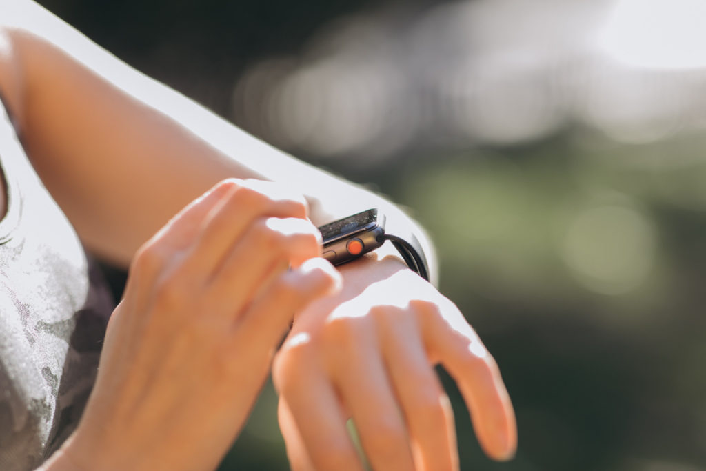 Obrázek: Apple Watch s eSIM v Česku: Stejné číslo můžete mít v hodinkách i telefonu