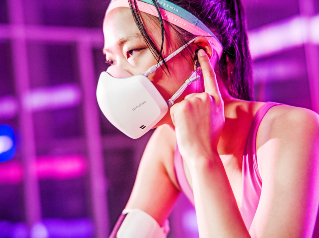 Obrázek: Futuristický respirátor s čističkou vzduchu: LG přidalo reproduktor a mikrofon