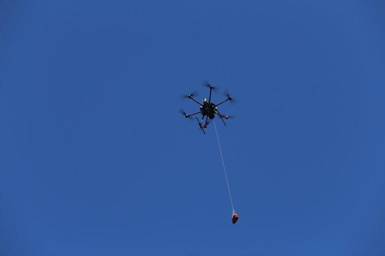 Obrázek: Drony doručují defibrilátory: Švédský experiment hledá budoucnost rychlé pomoci