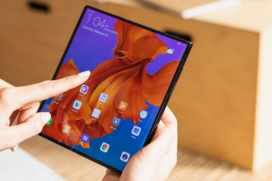 Obrázek: Rolovací telefony svedou souboj se skládacími: Po Oppo to zkusí Huawei