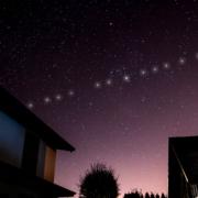 Obrázek: Astronomům vadí satelity Starlink: Ruský startup je dokáže zakrýt