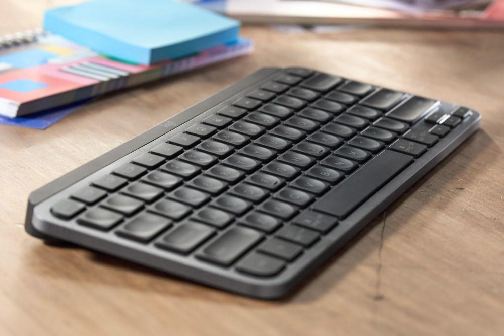 Obrázek: Malá bezdrátová klávesnice s mikrofonem: Logitech MX Keys Mini zaujme minimalisty