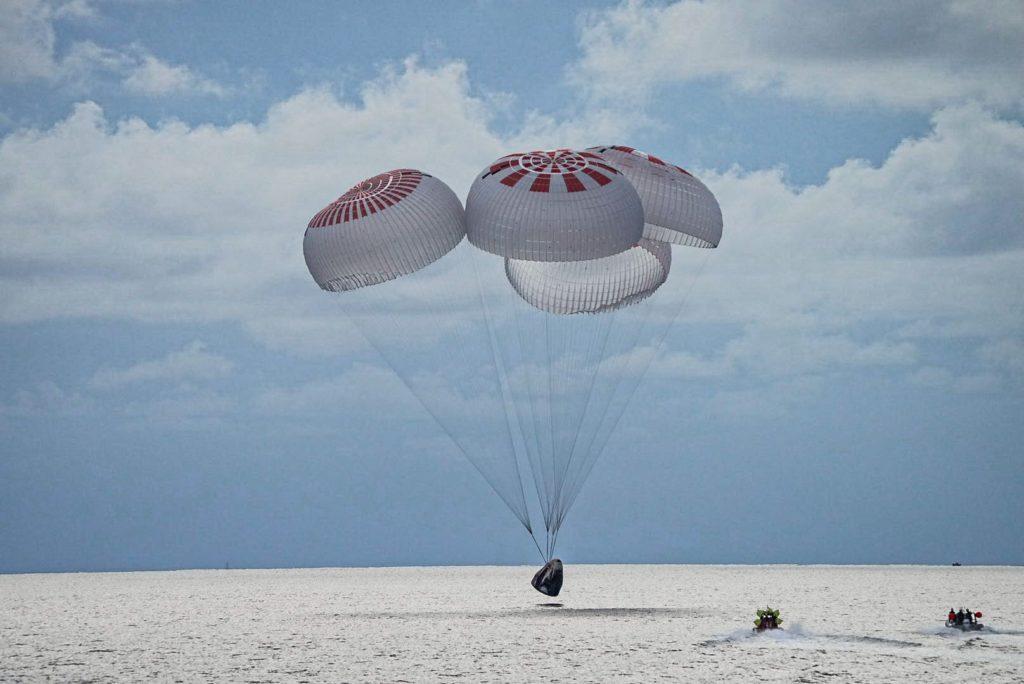 Obrázek: Posádka Inspiration4 je zpět na Zemi, první plně civilní cesta do vesmíru SpaceX úspěšně zakončena